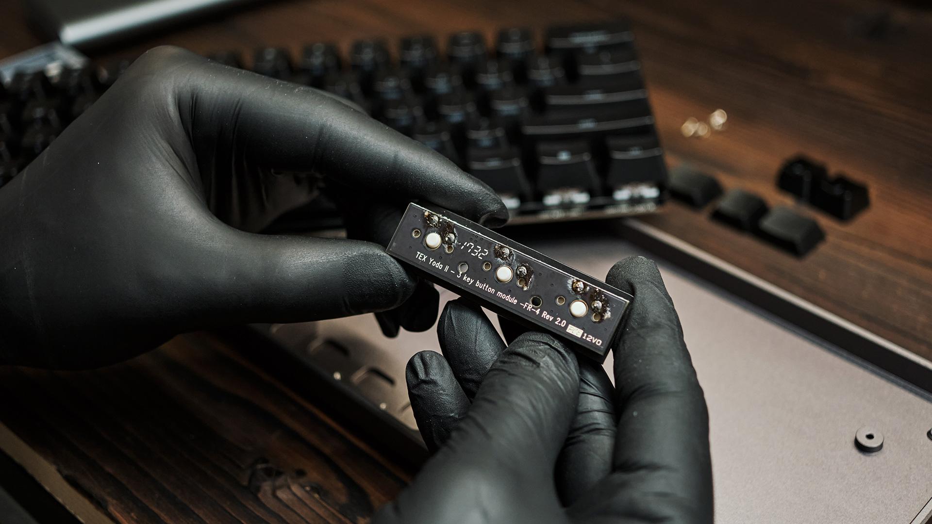 РазбираемTEX YODA II - модуль на 3 свитча