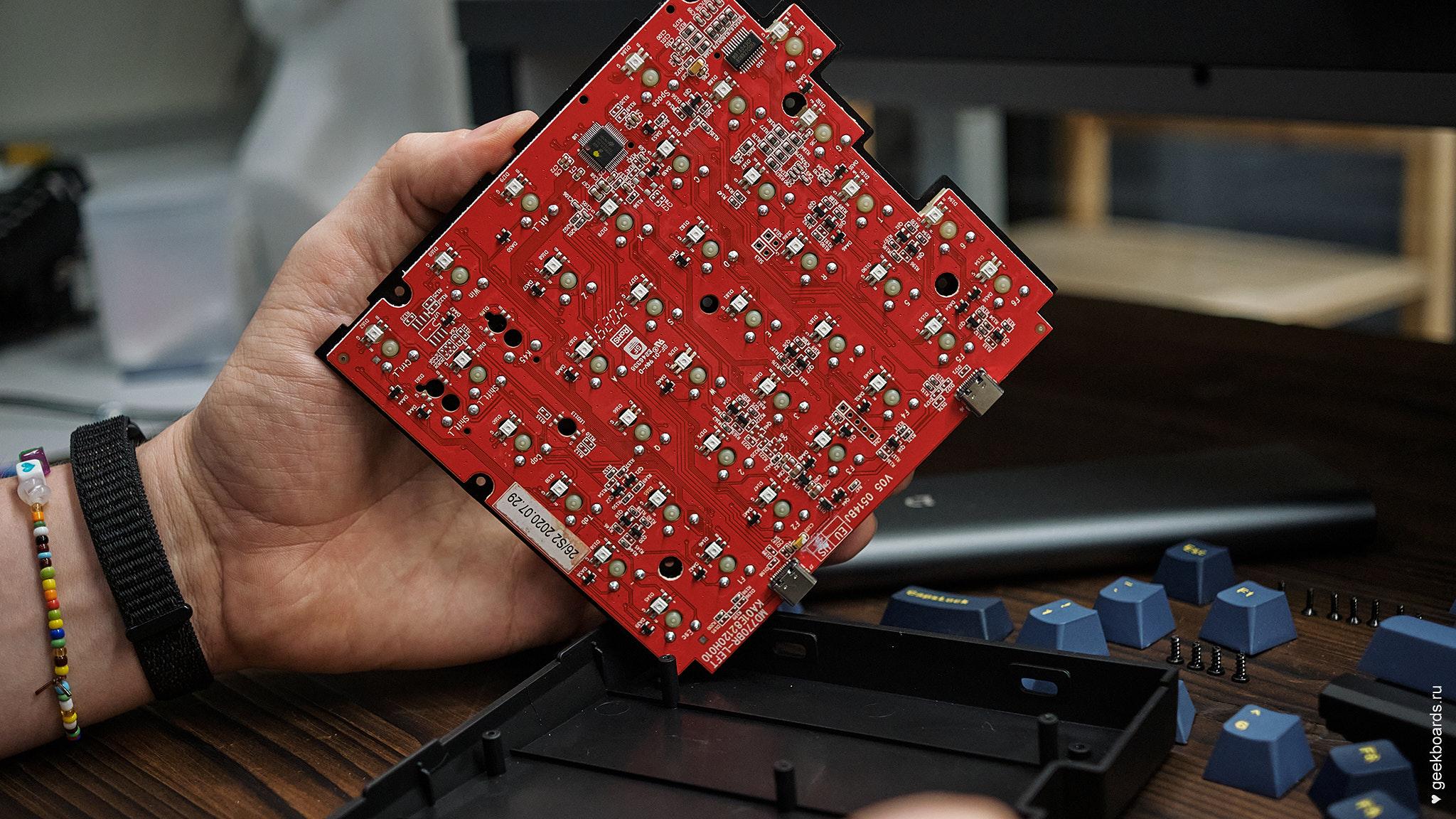 MISTEL BAROCCO MD770RGB BT BLACK вынимаем клавиатуру из корпуса